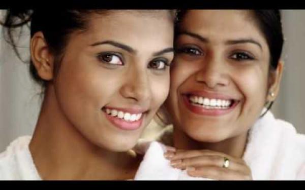 Denta – Mother & Daughter Thumbnail Image